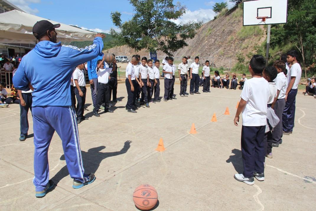 ONA realizó clínica de baloncesto para estudiantes de Ciudad Belén (7)