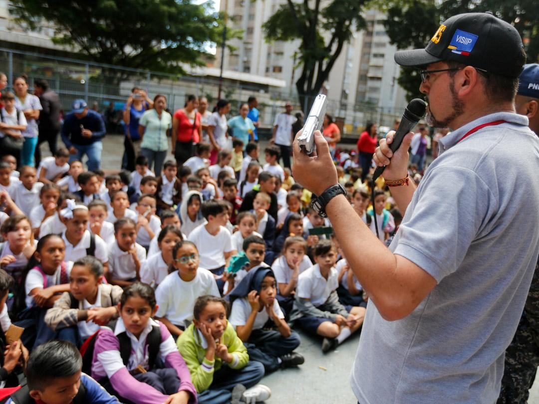 Senades destruyó más de 300 juguetes bélicos en la U.E.N. República de Ecuador (2)