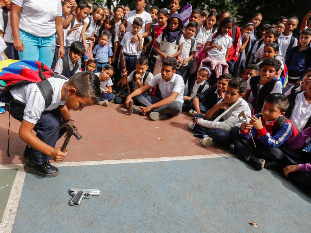 Senades destruyó más de 300 juguetes bélicos en la U.E.N. República de Ecuador (3)