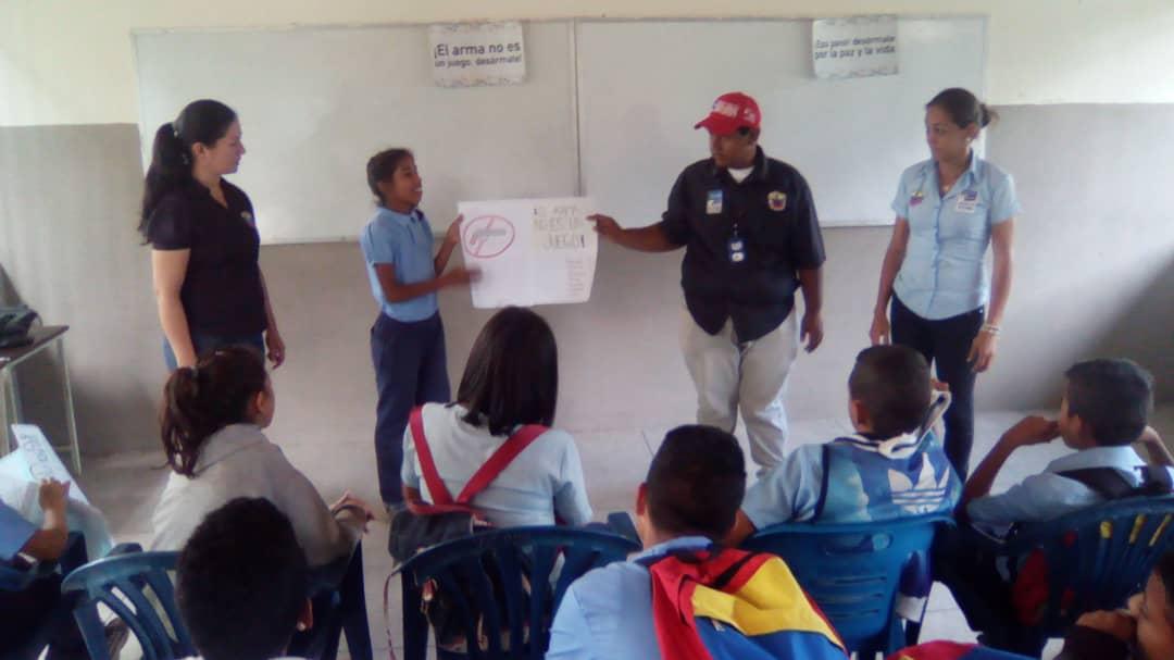 Senades sensibiliza en materia de desarme a los jóvenes trujillanos (6)