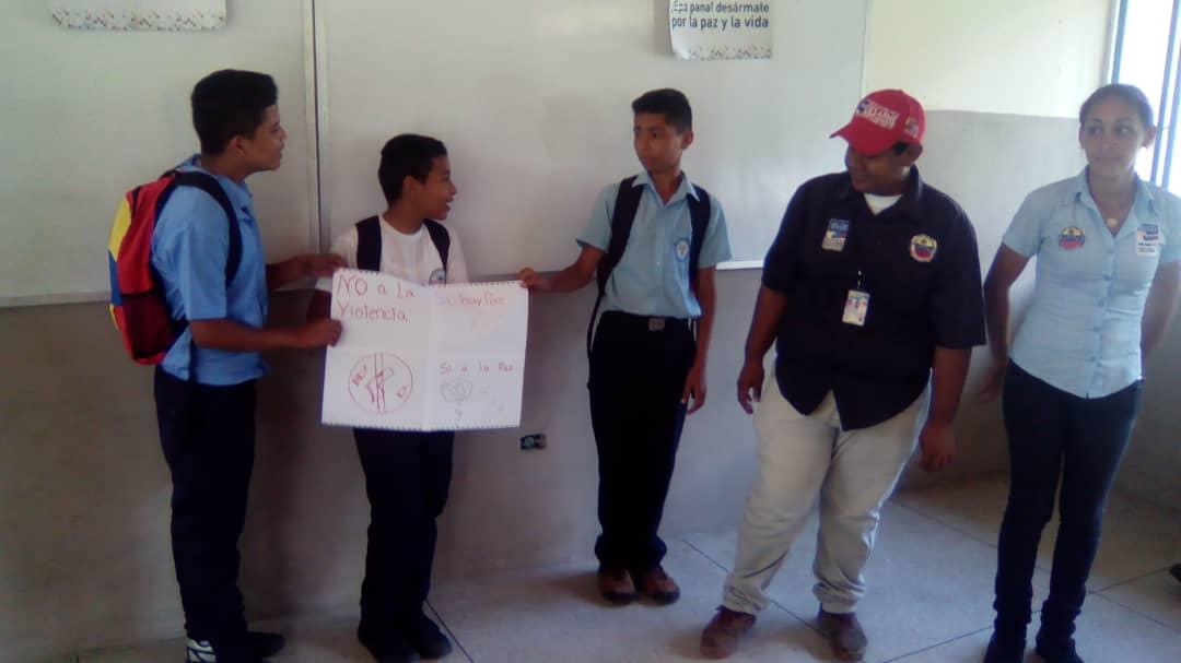 Senades sensibiliza en materia de desarme a los jóvenes trujillanos (8)