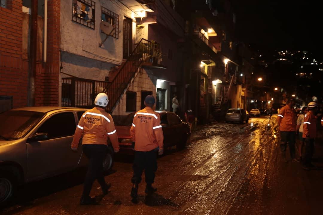 Sistema Nacional de Gestión de Riesgos se desplegó para atender afectaciones en la Gran Caracas (2)