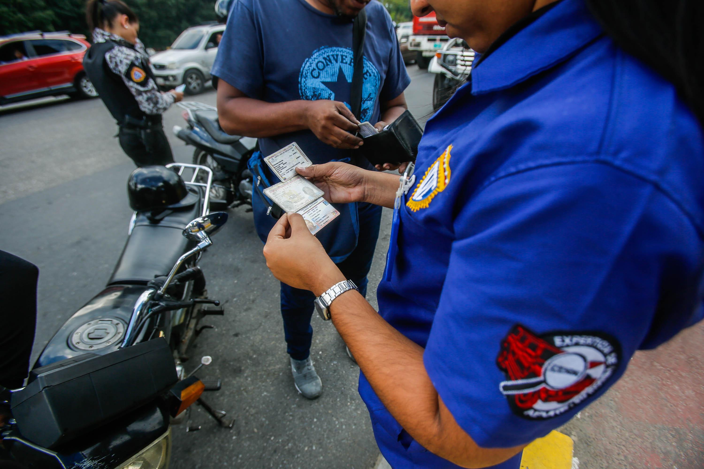 Cicpc inició dispositivo de revisión de vehículos en Caracas (7)