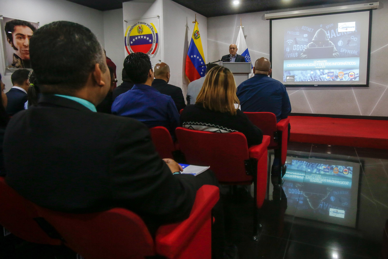 Debaten en seminario estrategias contra cibercriminalidad y delitos informáticos (4)