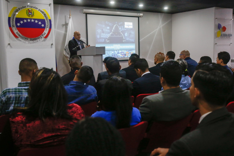 Debaten en seminario estrategias contra cibercriminalidad y delitos informáticos (6)
