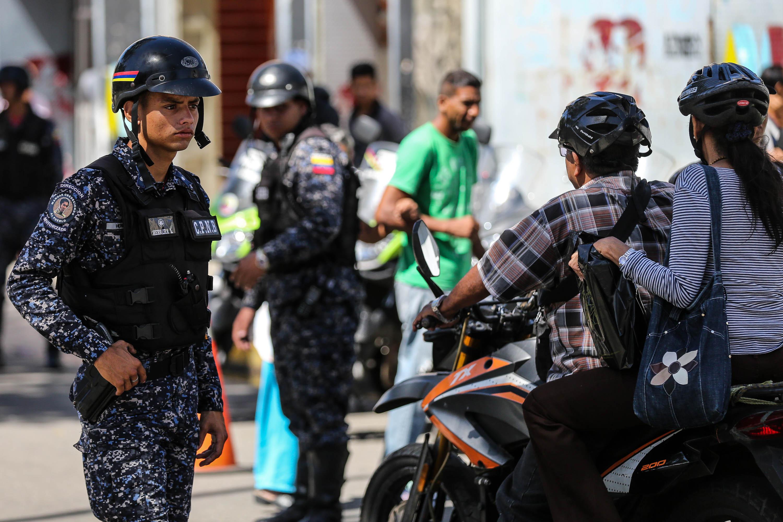 Dos solicitados fueron aprehendidos durante despliegue de seguridad en Santa Rosalía (5)
