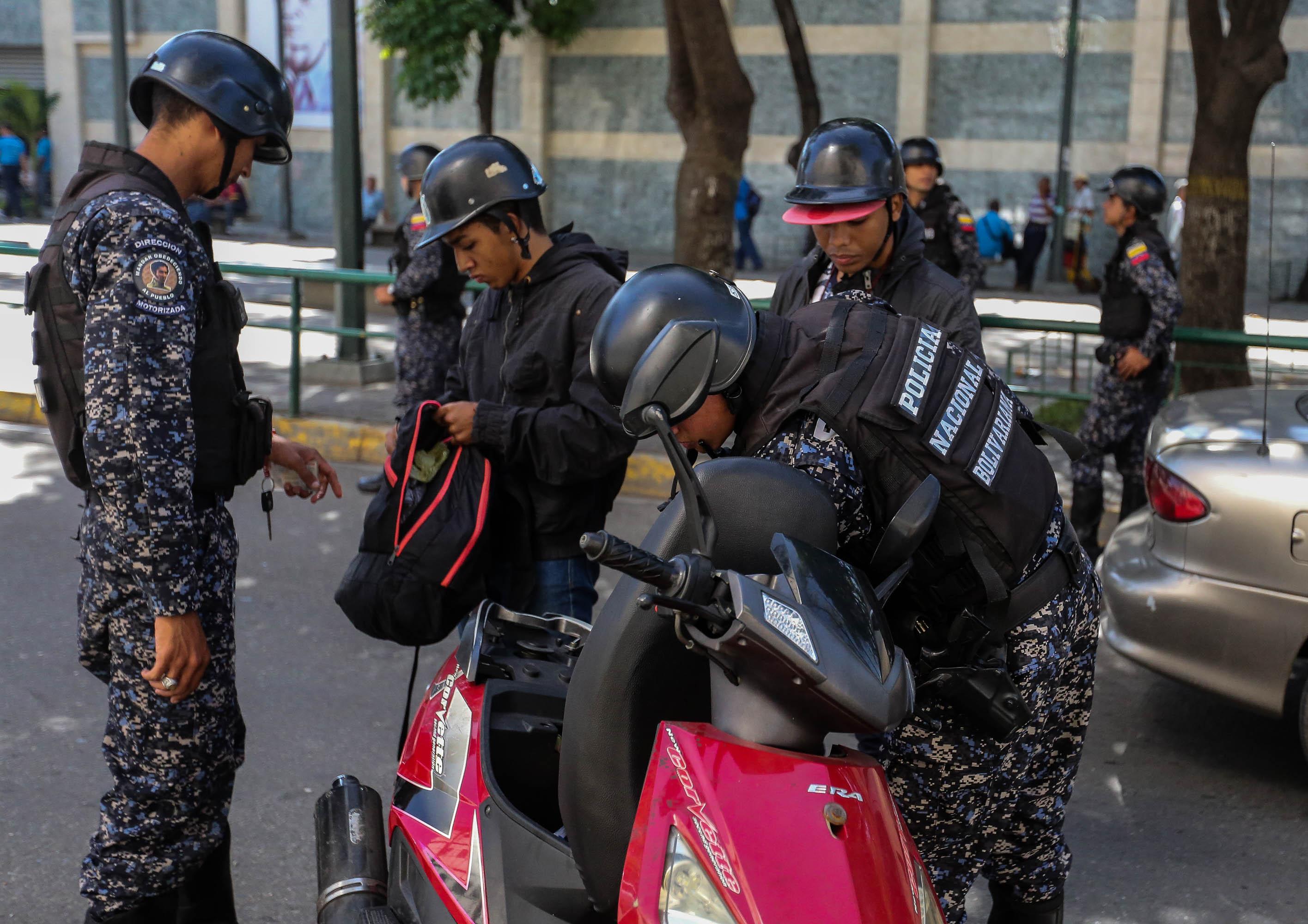 Dos solicitados fueron aprehendidos durante despliegue de seguridad en Santa Rosalía (8)