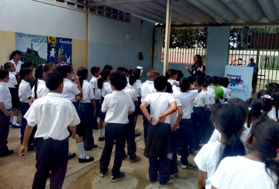 Estudiantes de la E.B Carlota de Castro reciben charla sobre desarme voluntario en Falcón (2)