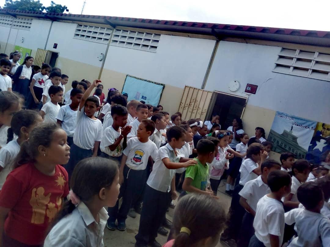 Estudiantes de la E.B Carlota de Castro reciben charla sobre desarme voluntario en Falcón (3)