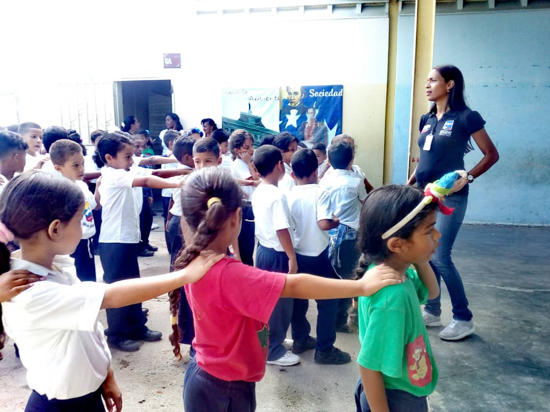 Estudiantes de la E.B Carlota de Castro reciben charla sobre desarme voluntario en Falcón (7)