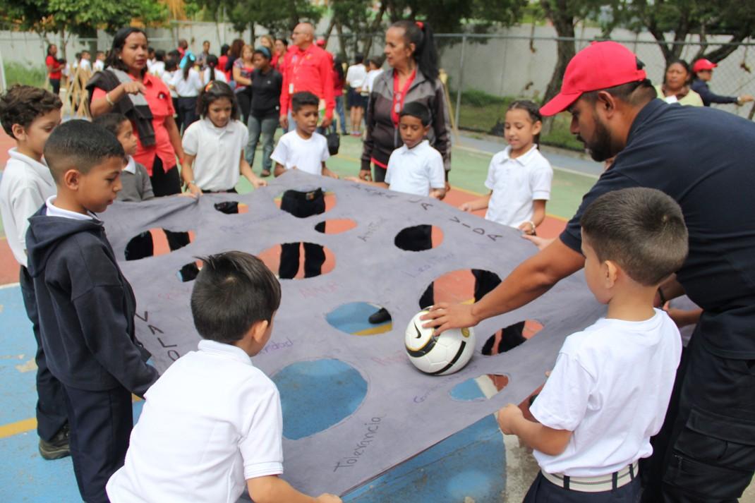 Más de 800 estudiantes del Arañero de Sabaneta reciben mensaje preventivo de la ONA