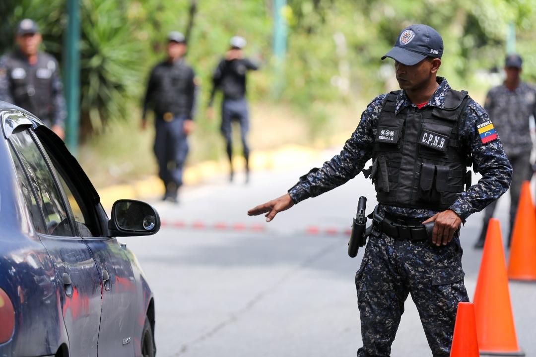 PNB – DESPLIEGUE DE SEGURIDAD EN PARROQUIA SAN JUAN (6)
