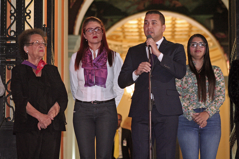 Panteón Nacional se ilumina de violeta contra la violencia de género (4)