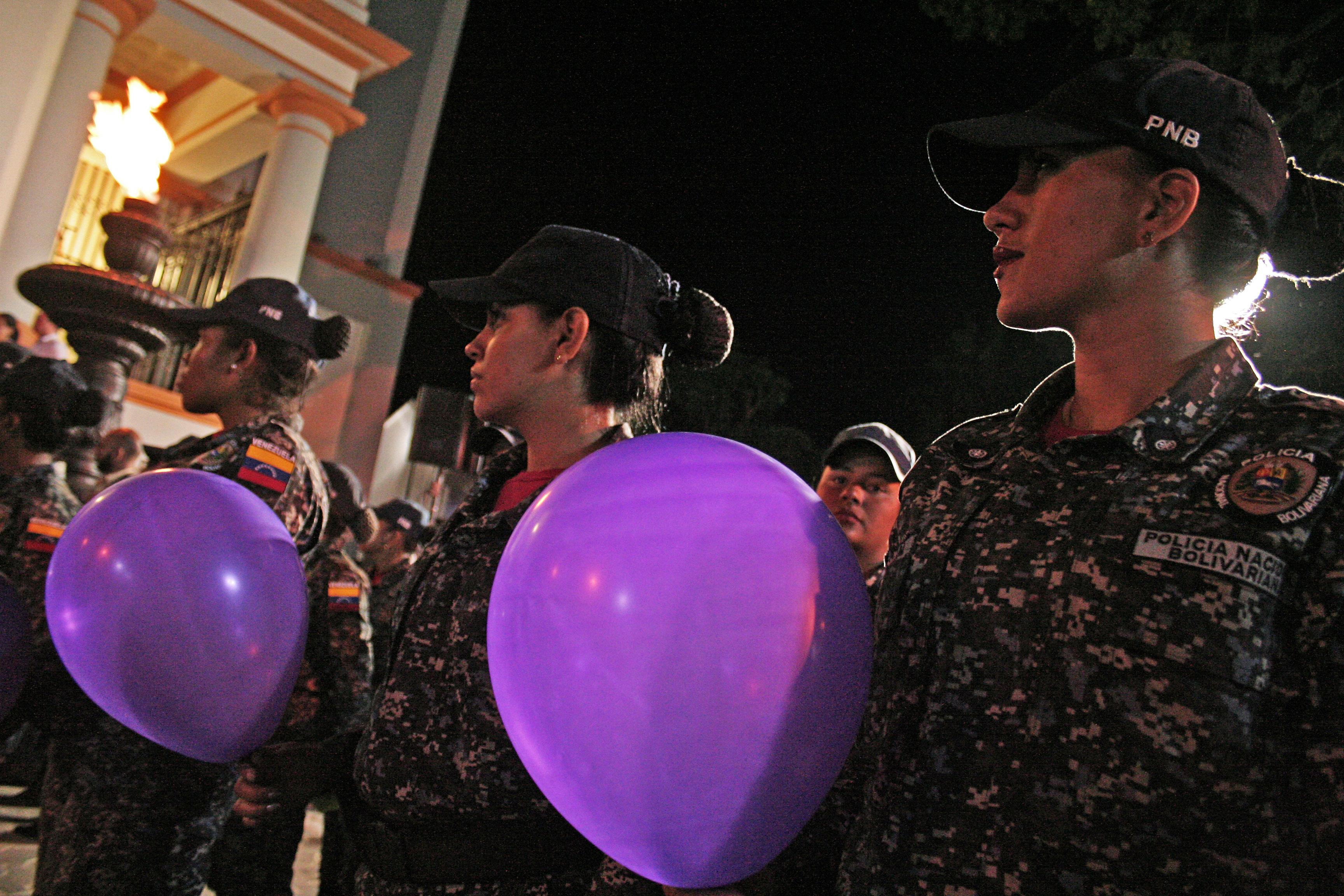 Panteón Nacional se ilumina de violeta contra la violencia de género (6)
