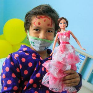 Bomberos entregaron regalos a niños del Hospital J.M de los Ríos (5)
