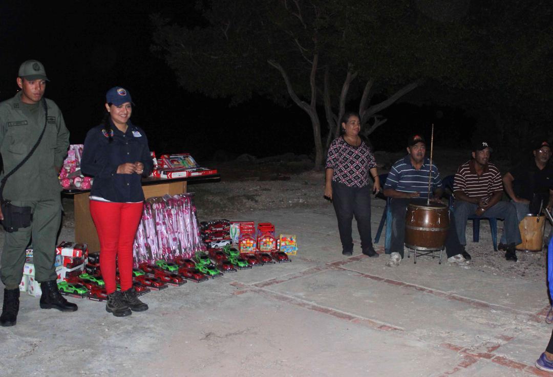 Con velada navideña en Isla de San Carlos niños disfrutaron de entrega de juguetes (11)