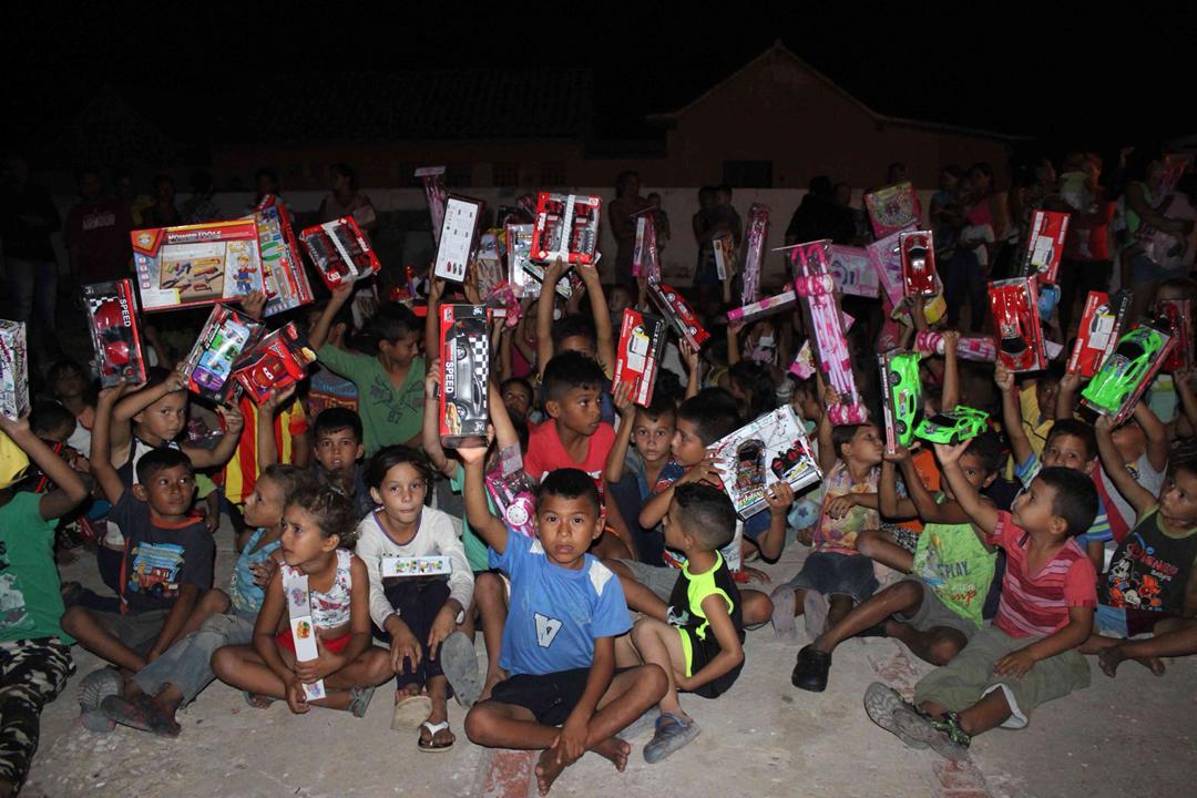 Con velada navideña en Isla de San Carlos niños disfrutaron de entrega de juguetes (14)