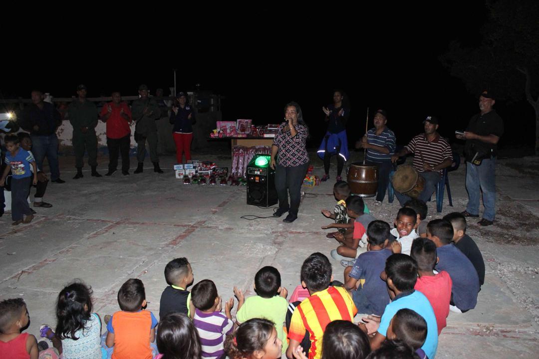 Con velada navideña en Isla de San Carlos niños disfrutaron de entrega de juguetes (3)