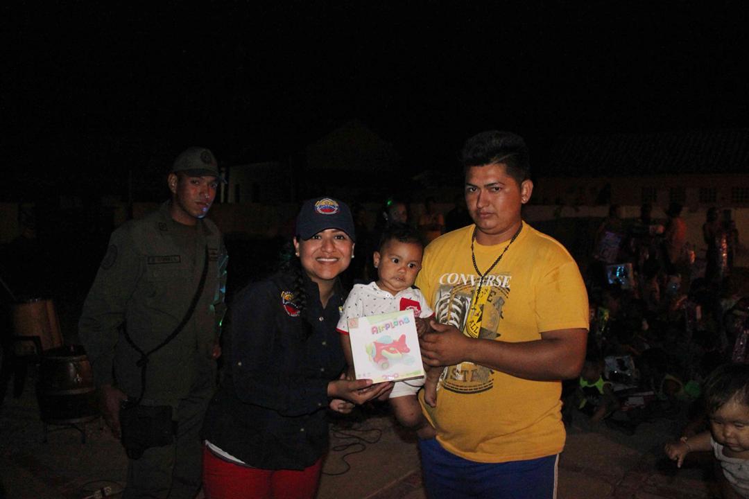Con velada navideña en Isla de San Carlos niños disfrutaron de entrega de juguetes (5)