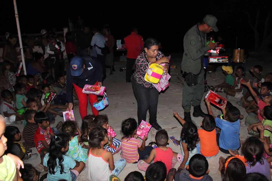Con velada navideña en Isla de San Carlos niños disfrutaron de entrega de juguetes (8)