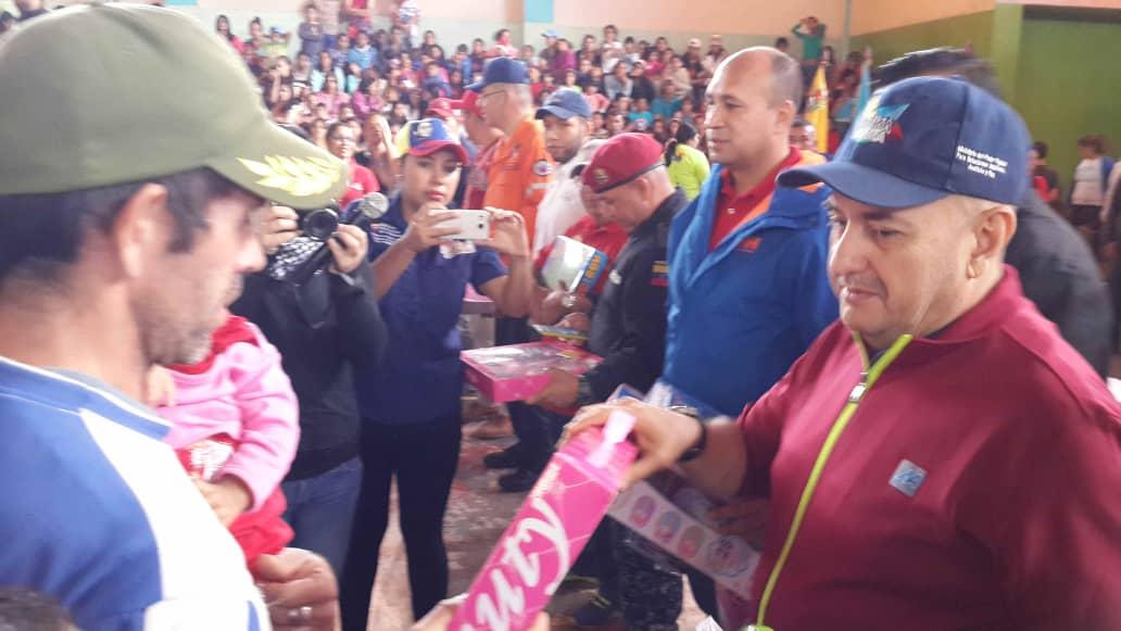 Feliz Navidad en Los Andes mil 200 juguetes recibieron niños y niñas de Mérida (3)