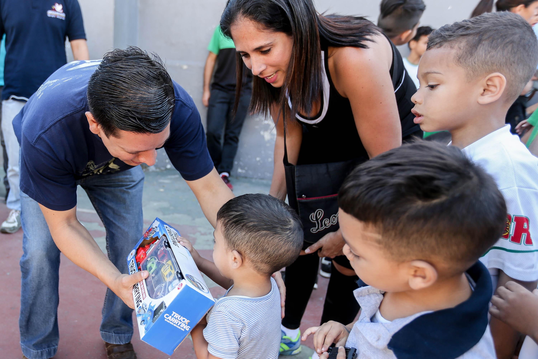 Frente Preventivo comparte con los niños y niñas de Lídice la alegría de la Navidad (8)