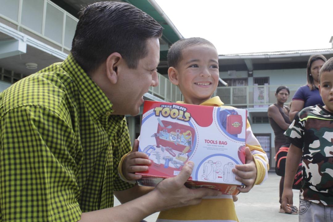 Gmcp entregó juguetes a más de 145 niños y niñas de La Vega (1)