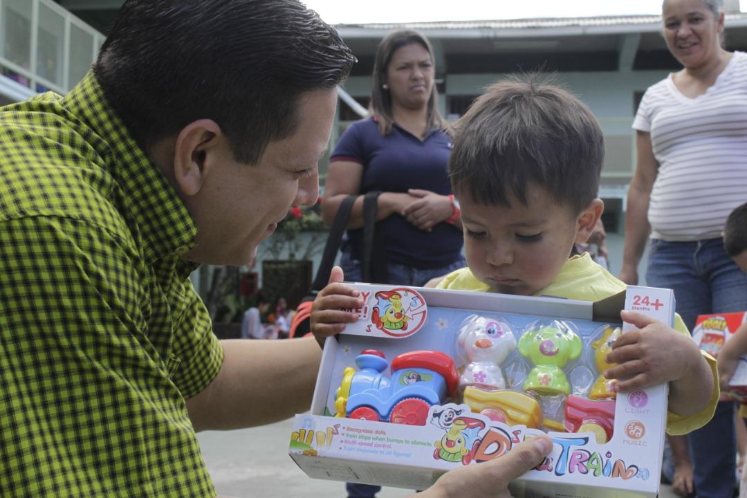 Gmcp entregó juguetes a más de 145 niños y niñas de La Vega (5)