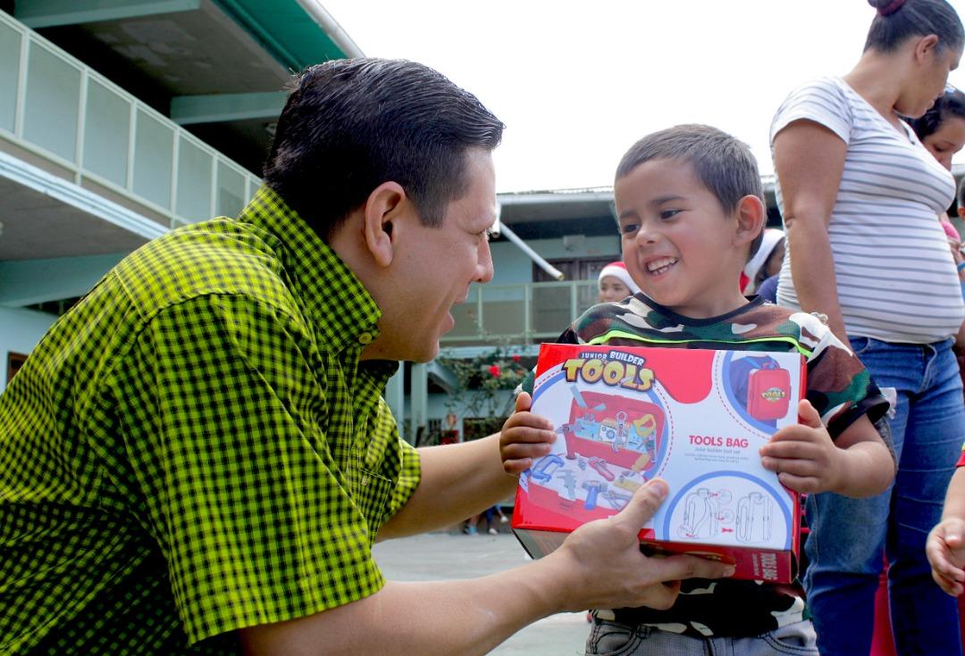 Gmcp entregó juguetes a más de 145 niños y niñas de La Vega (9)