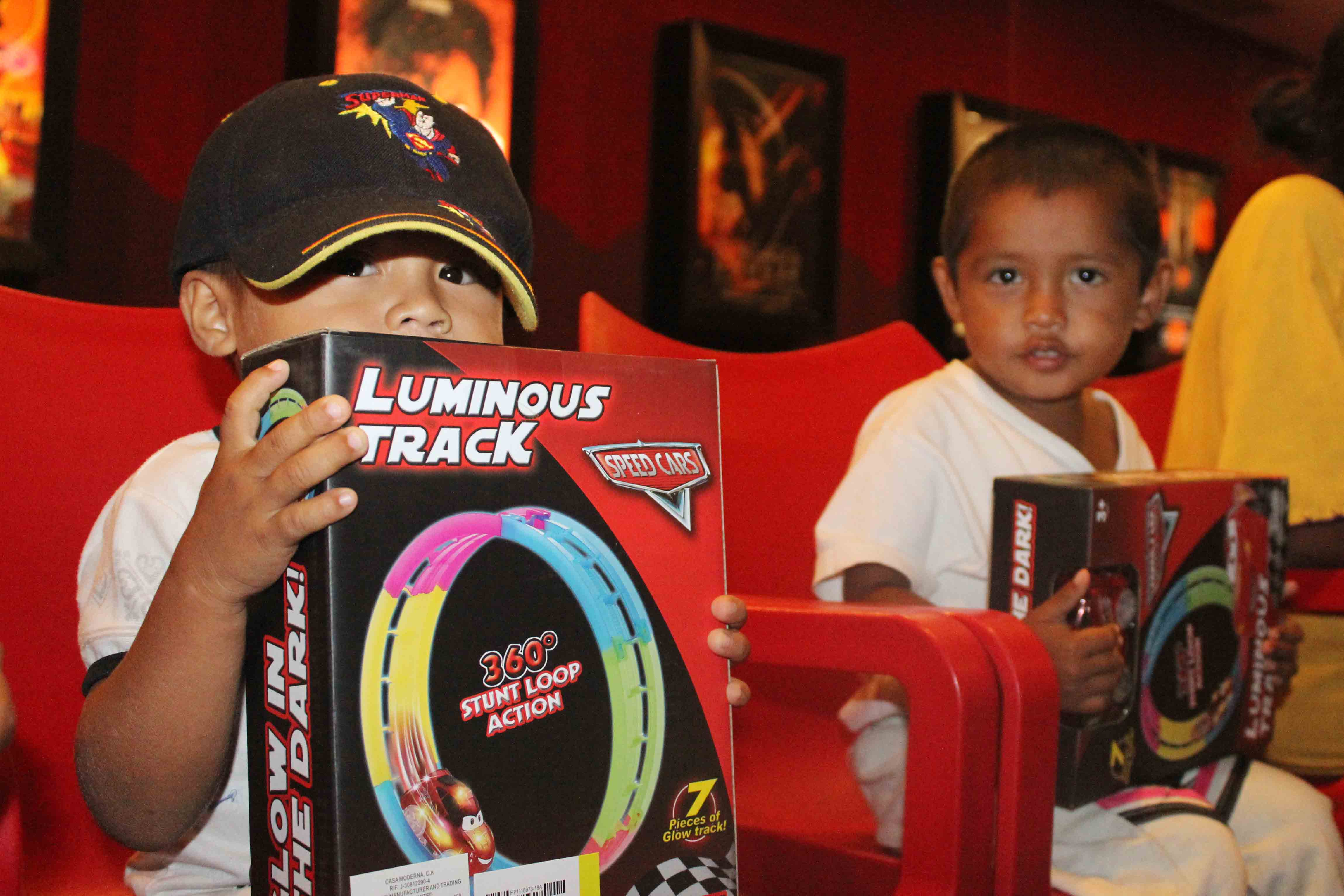 Gmcp garantiza Navidades Felices a través de cine-foro y entrega de juguetes (1)