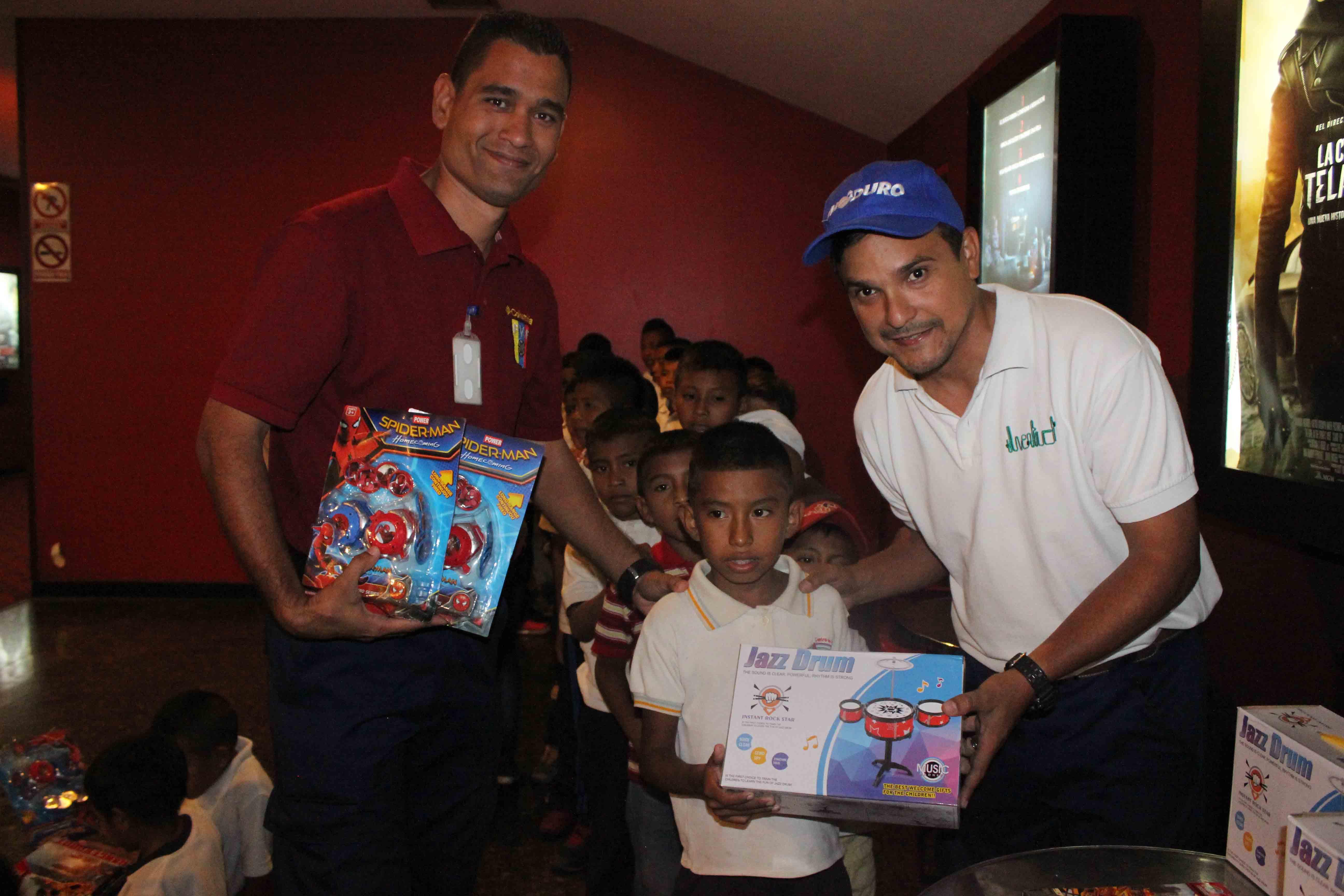 Gmcp garantiza Navidades Felices a través de cine-foro y entrega de juguetes (16)