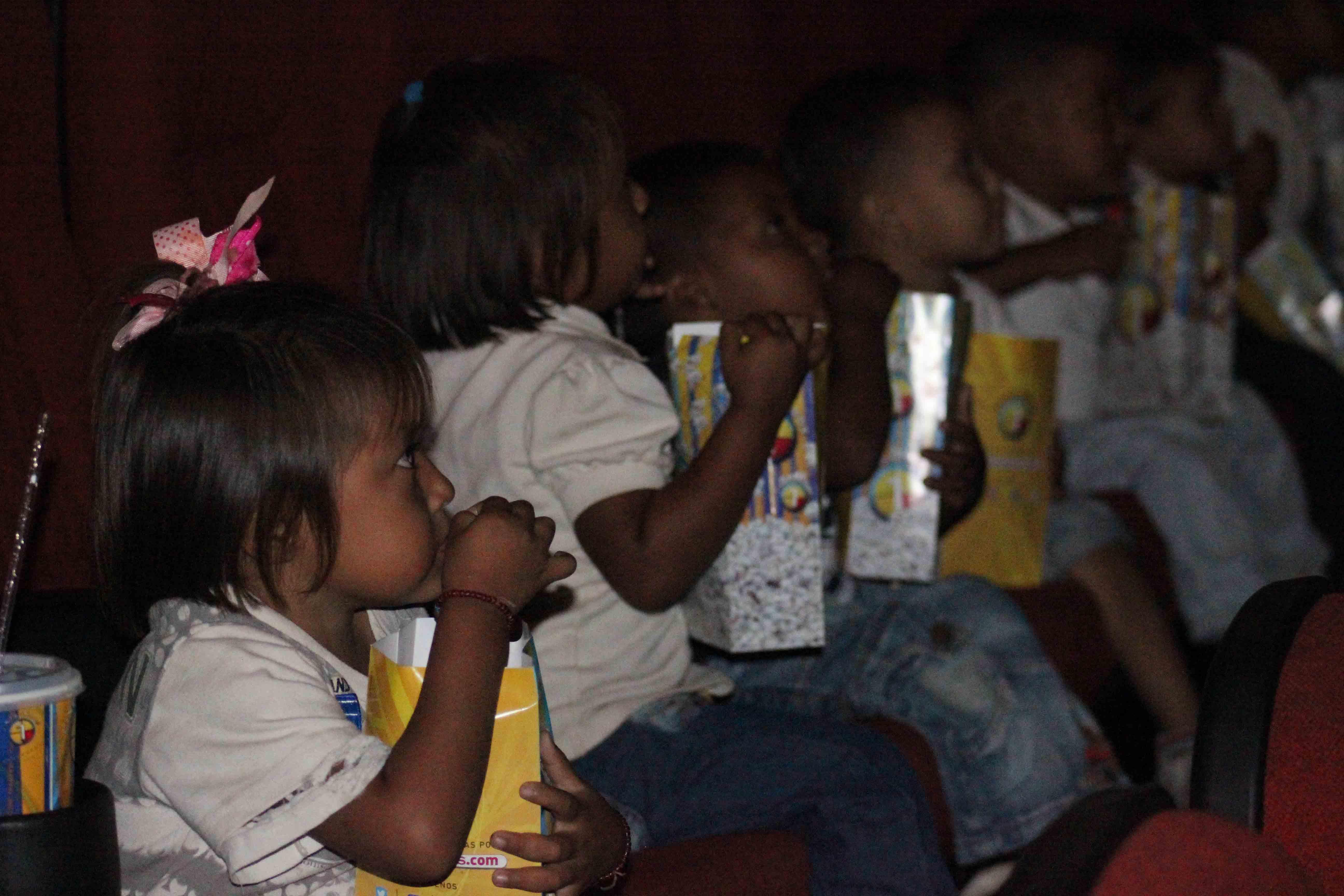 Gmcp garantiza Navidades Felices a través de cine-foro y entrega de juguetes (9)