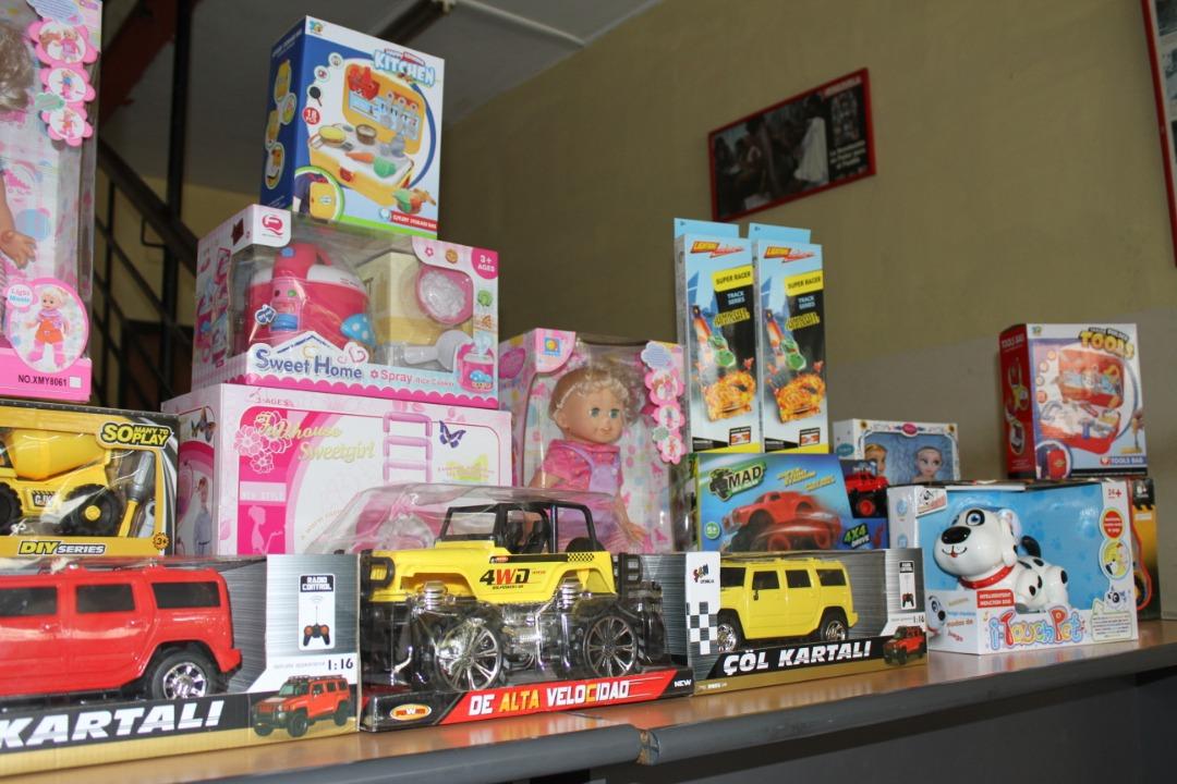 Gmcp regaló juguetes a 200 niños y niñas de la parroquia La Candelaria (6)