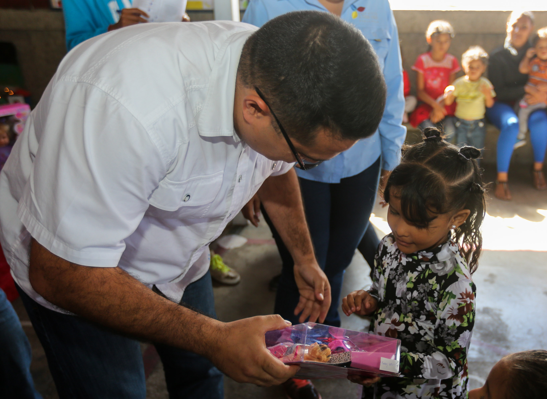 Más de 150 juguetes fueron entregados en la parroquia Petare (10)