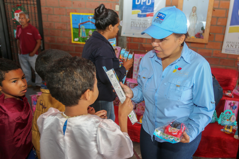 Más de 150 juguetes fueron entregados en la parroquia Petare (3)
