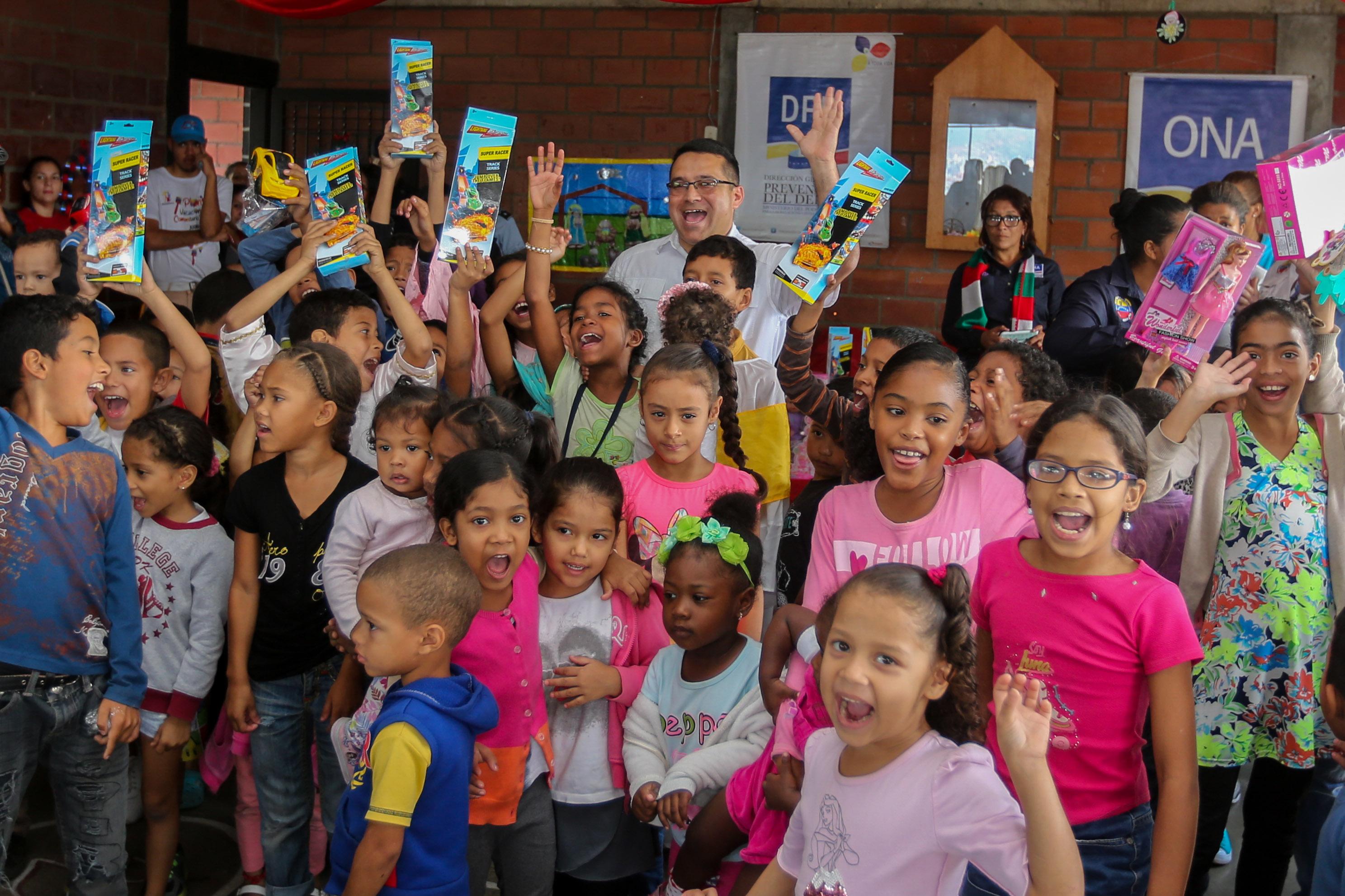 Más de 150 juguetes fueron entregados en la parroquia Petare (8)