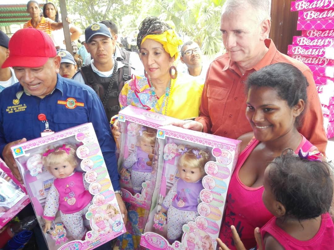 Más de 400 niños y niñas del sector San Jacinto II recibieron regalos navideños (1)