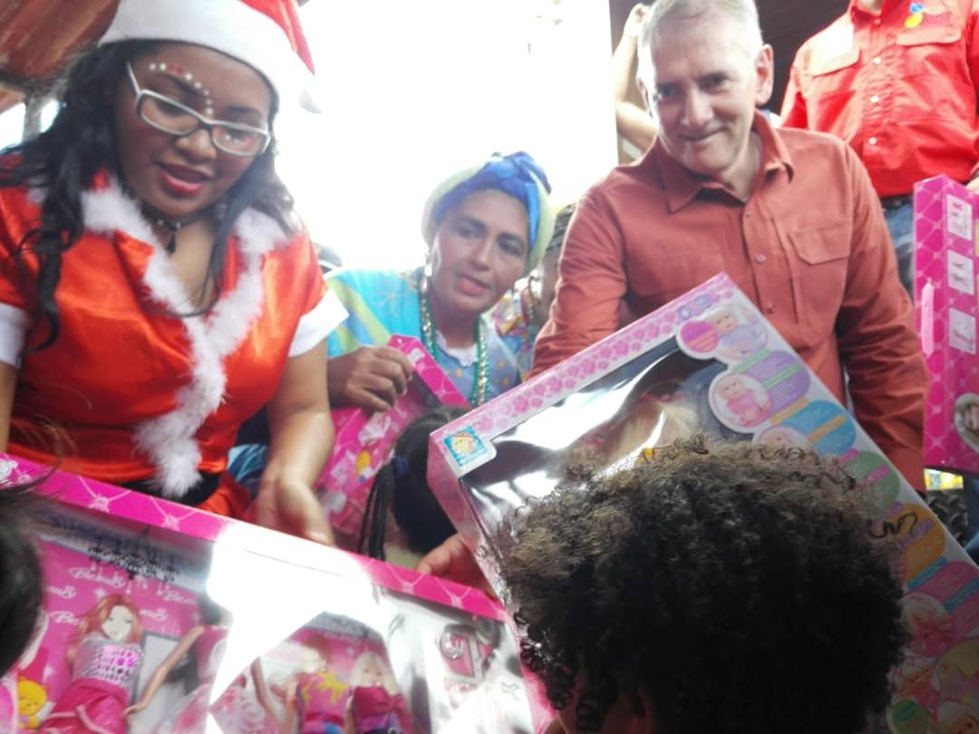 Más de 400 niños y niñas del sector San Jacinto II recibieron regalos navideños (2)