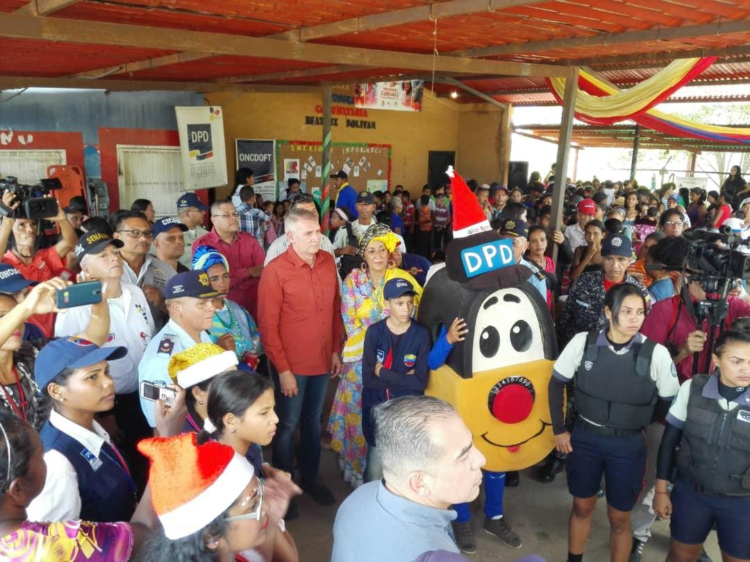Más de 400 niños y niñas del sector San Jacinto II recibieron regalos navideños (3)