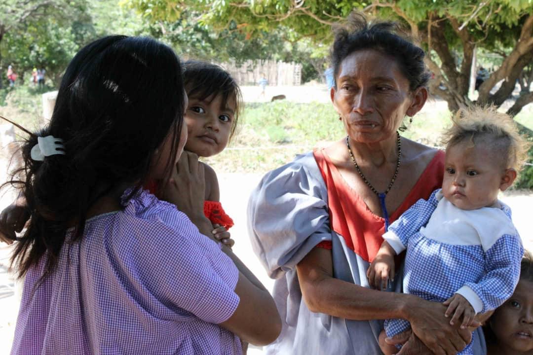 Poblaciones fronterizas e indígenas del Zulia celebraron la Navidad recibiendo regalos (10)