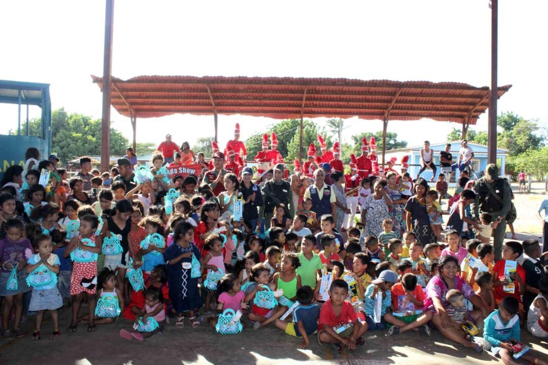 Poblaciones fronterizas e indígenas del Zulia celebraron la Navidad recibiendo regalos (11)