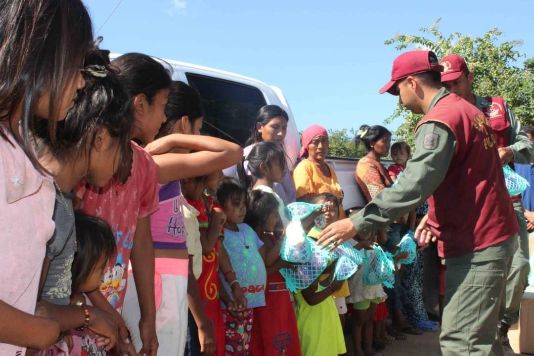 Poblaciones fronterizas e indígenas del Zulia celebraron la Navidad recibiendo regalos (12)