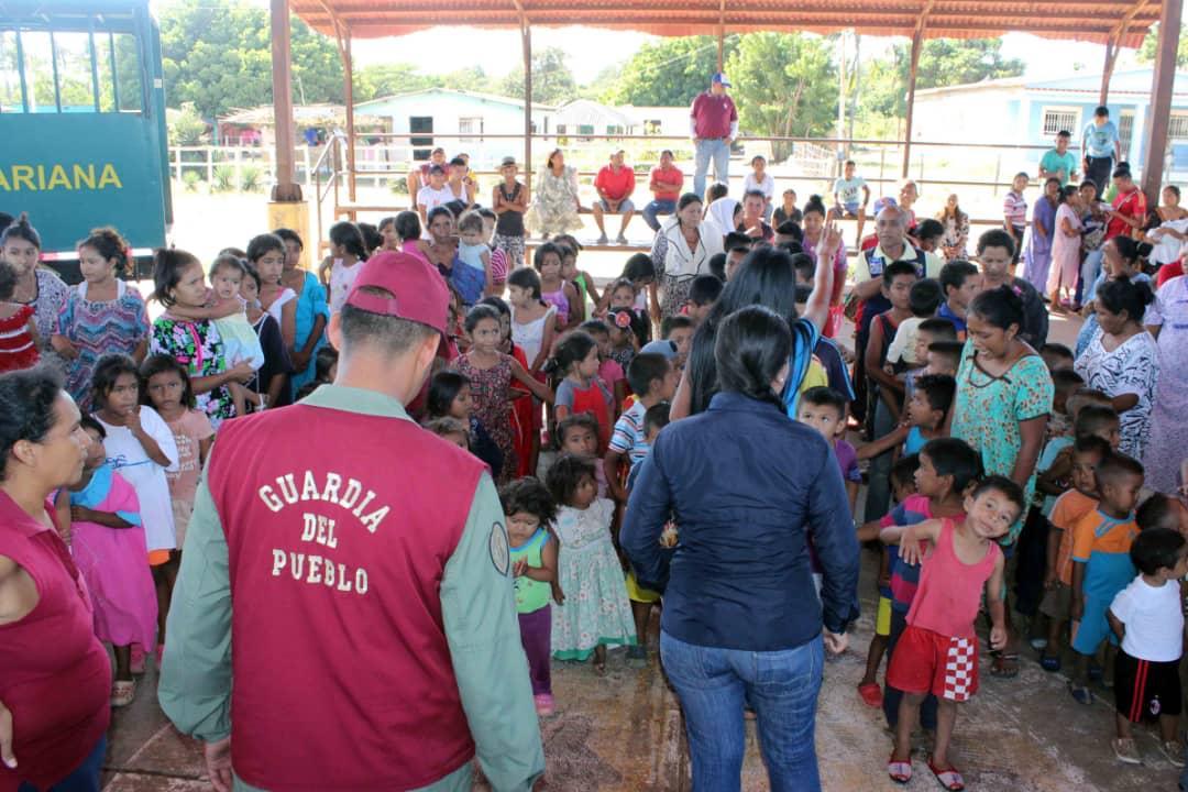 Poblaciones fronterizas e indígenas del Zulia celebraron la Navidad recibiendo regalos (13)