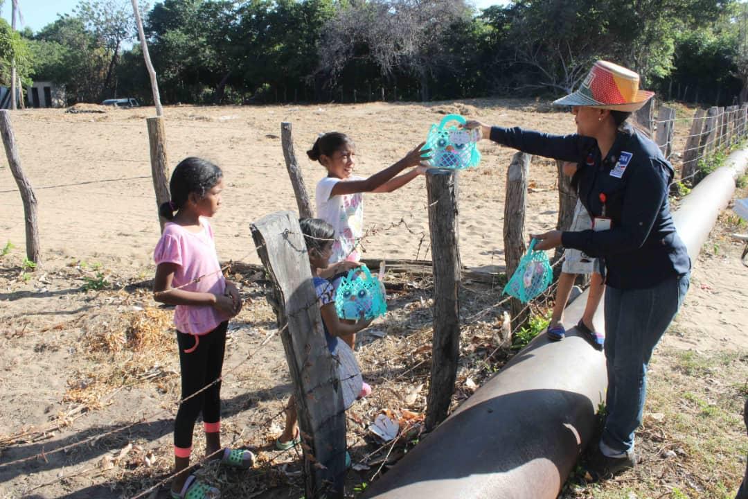 Poblaciones fronterizas e indígenas del Zulia celebraron la Navidad recibiendo regalos (17)
