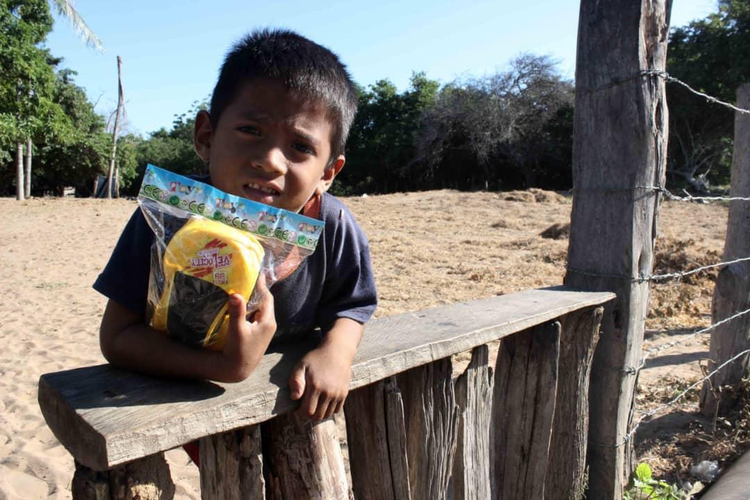 Poblaciones fronterizas e indígenas del Zulia celebraron la Navidad recibiendo regalos (23)
