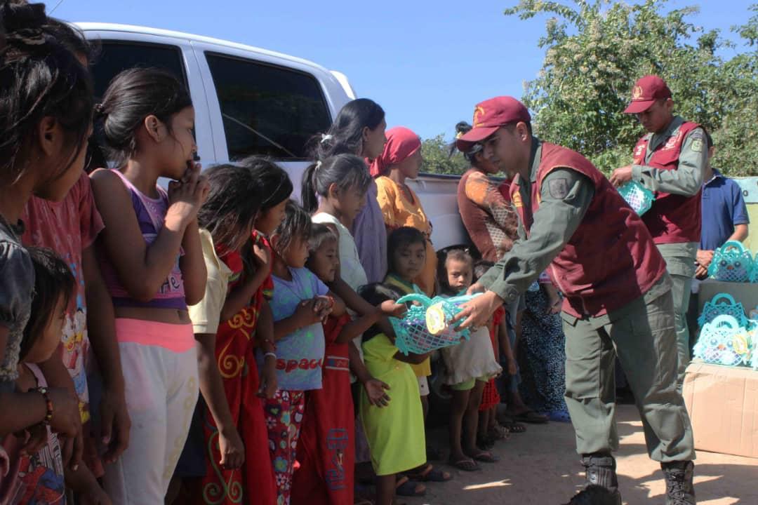 Poblaciones fronterizas e indígenas del Zulia celebraron la Navidad recibiendo regalos (9)