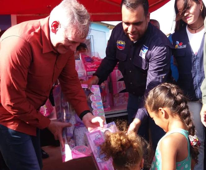 Viceministro Edylberto Molina entregó más de 300 juguetes a niños indígenas Warao (3)