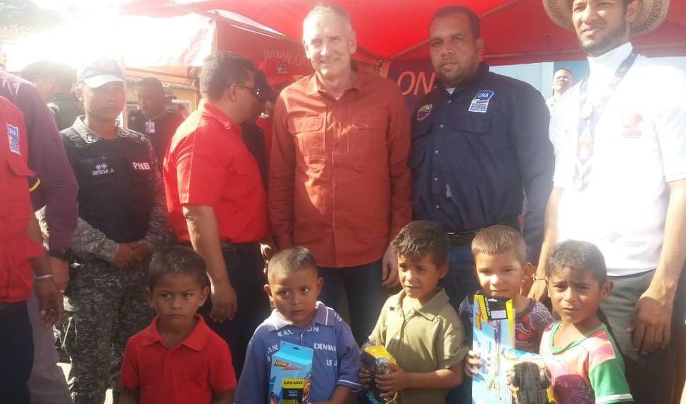 Viceministro Edylberto Molina entregó más de 300 juguetes a niños indígenas Warao (7)