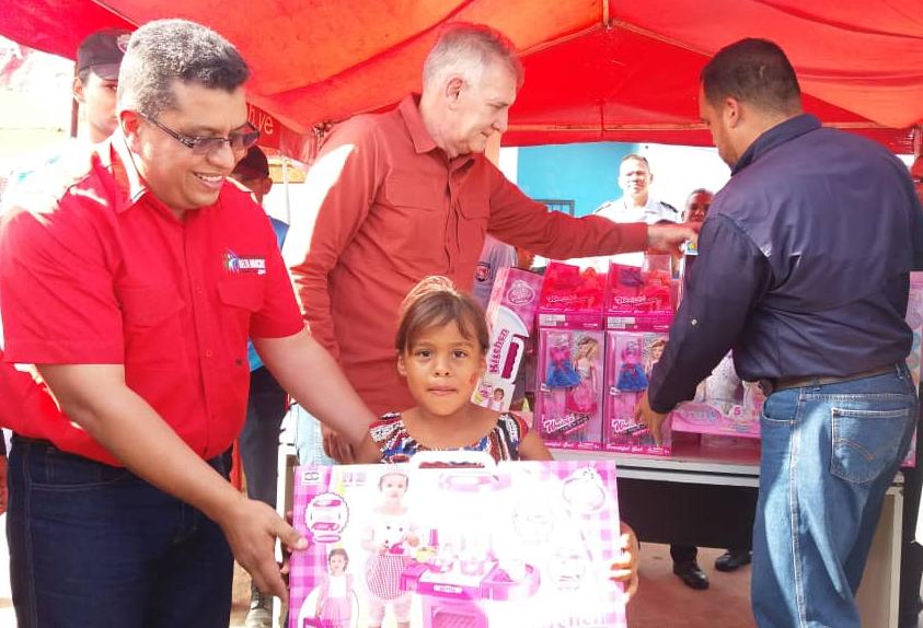 Viceministro Edylberto Molina entregó más de 300 juguetes a niños indígenas Warao (8)