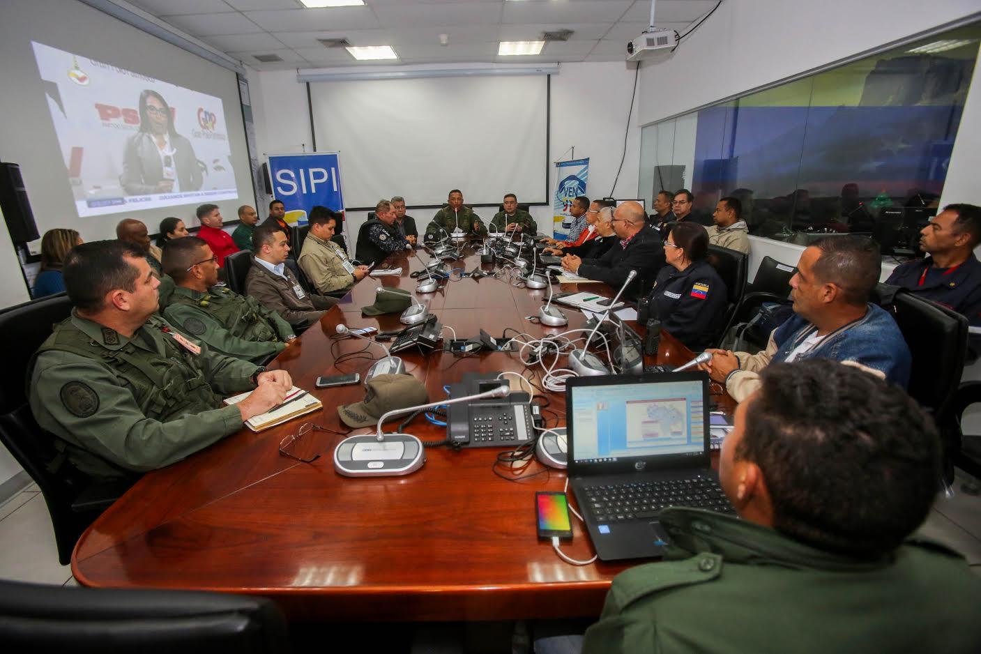 Autoridades monitorearon centros electorales del país